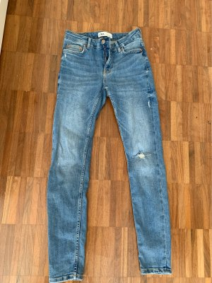 Low-waisted/ low- rise jeans