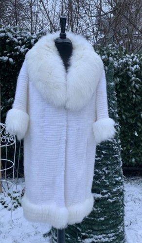 Lubert de Cologne Pelt Coat white pelt