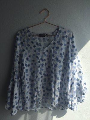 Luftige weiße Bluse mit blauem Muster