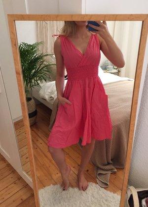 Luftiges farbenfrohes Sommerkleid