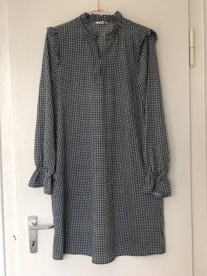 Luftiges Kleid mit Rüschen