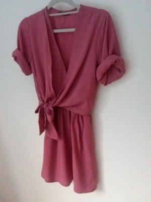 luftiges rosa Kleid