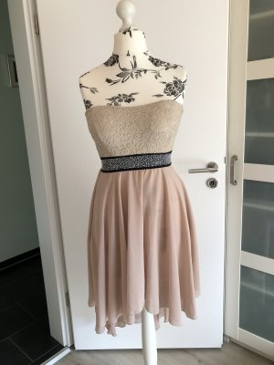 Luftiges schönes Kleid