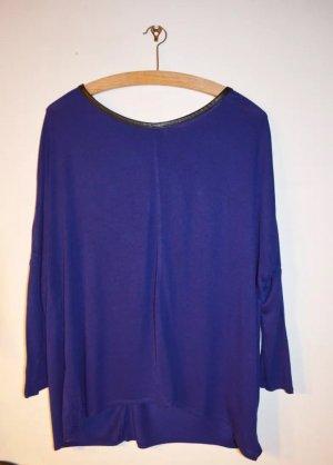 Luftiges Shirt in Blau mit Leder-Ausschnitt