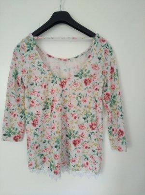 luftiges Shirt mit Blumen von Pull&Bear
