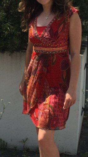 Luftiges Sommerkleid, rot gemustert, in Grösse S
