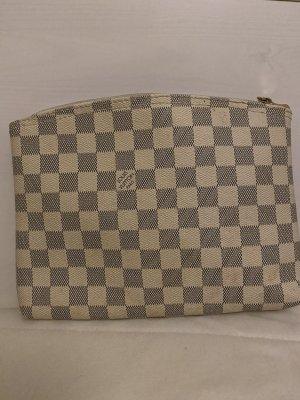 Luis Vuitton Clutch