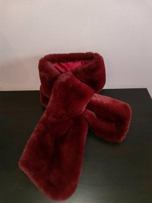 Luxuriöser Schal in blutroter Felloptik von Karl Lagerfeld