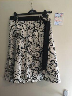M Rock Zara schwarz weiß mit Blumen