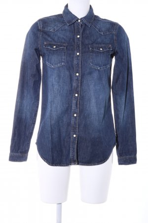 Maison Scotch Camisa vaquera azul look casual