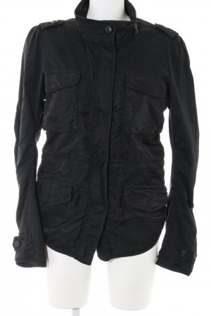 Maison Scotch Cortaviento negro look casual