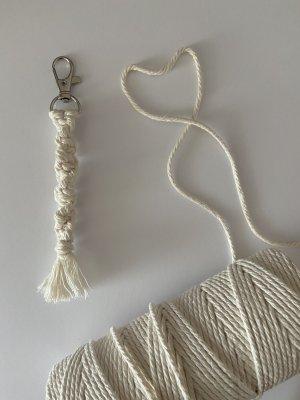 Selbst gemacht Breloczek do kluczy w kolorze białej wełny-biały