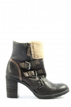 Manas Botines slouch negro-crema look casual