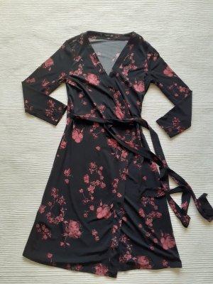 Mango Basics Kopertowa sukienka czarny-różowy
