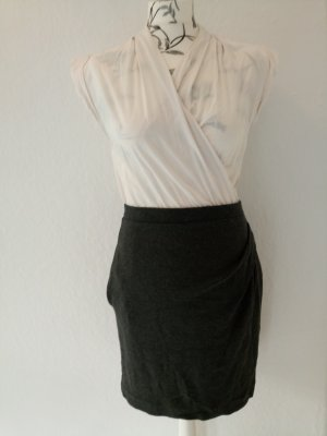 Mango Kopertowa sukienka antracyt-jasnobeżowy