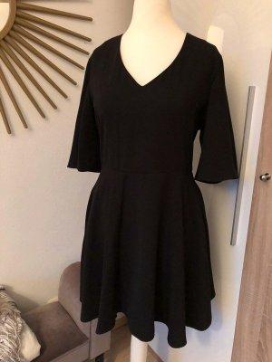 Mango Kleid schwarz, ausgestellt & V-Ausschnitt, kurzärmelig Gr. L