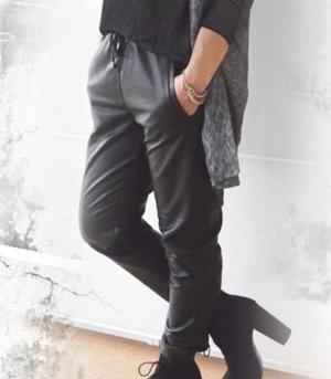 Mango Spodnie z imitacji skóry czarny-srebrny