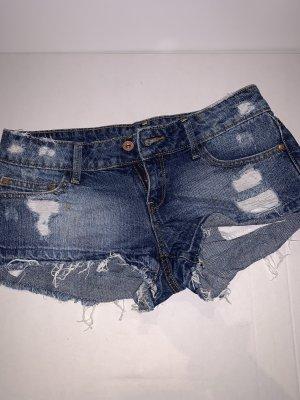 Mango Shorts/ Levi's Look