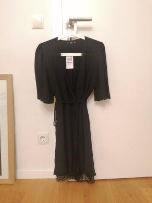 Mango Kopertowa sukienka czarny