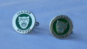 Jaguar Button silver-colored-forest green metal