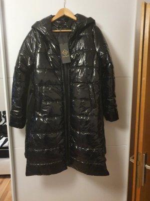 Pikowany płaszcz czarny