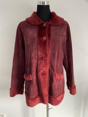 Manteau en fausse fourrure rouge carmin