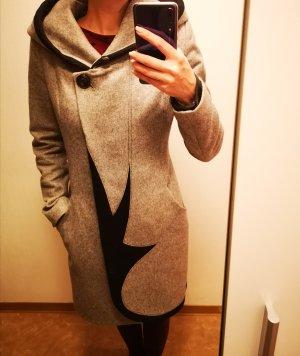 Abrigo con capucha negro-color plata