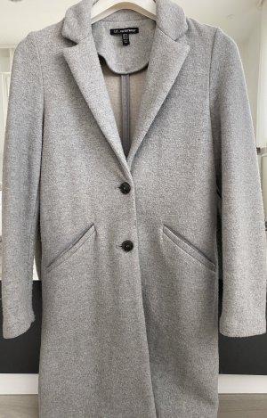 Płaszcz ze sztucznym futrem srebrny-jasnoszary