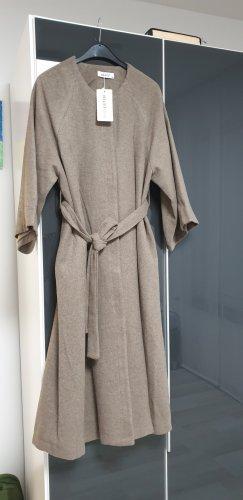 meri. Robe manteau gris brun