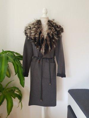 Mantel aus Schurwolle mit XXL silberfuchskragen
