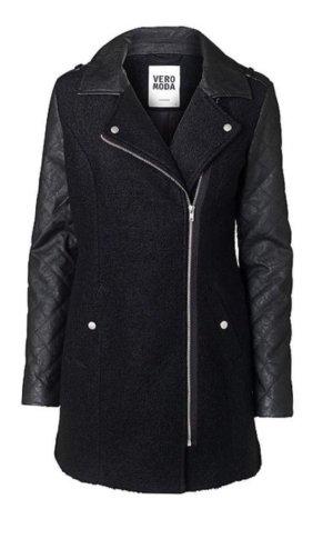 Mantel aus Wolle und Leder