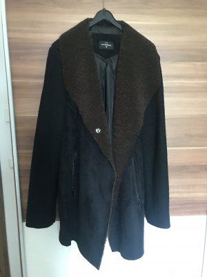 C&A Manteau en fausse fourrure noir-brun foncé