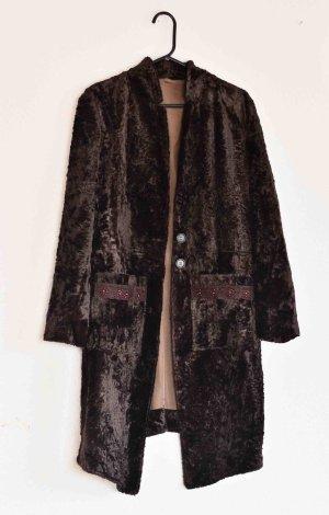 Manteau de fourrure brun noir matériel synthétique