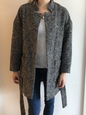 Mantel für die Herbstzeit in schwarz/weiß