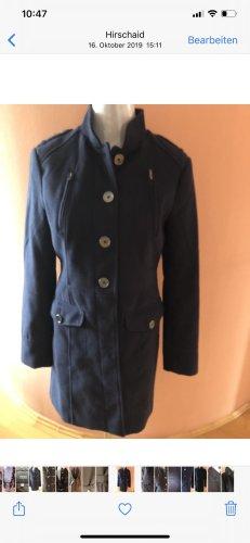 Mantel im Militärstil