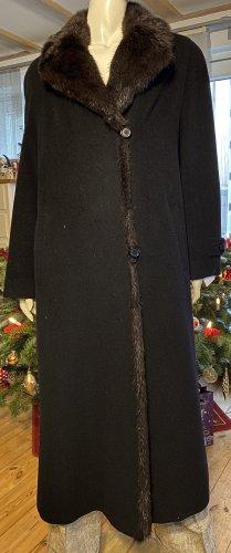 Mantel mit Bisam Pelz am Reverse und komplett mit Pelz umrandet