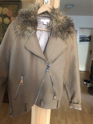Mantel mit Fell