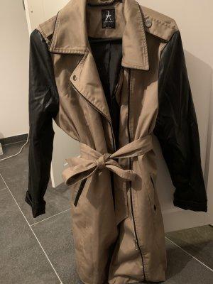 Mantel mit Lederdetail