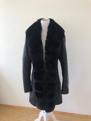 Mantel mit unechtem Fell