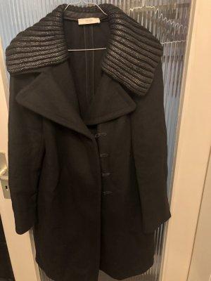 Prada Abrigo de invierno negro