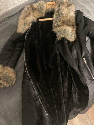 Płaszcz ze sztucznym futrem czarny