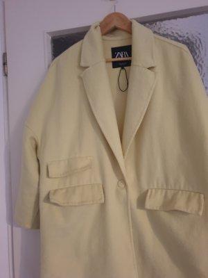 Zara Abrigo ancho amarillo