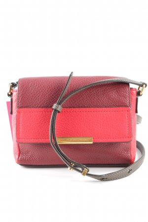 Marc by Marc Jacobs Minibolso rojo look casual