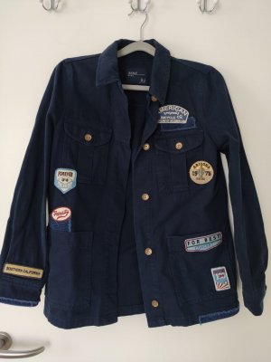 Marineblaue lange Jeansjacke mit Patches