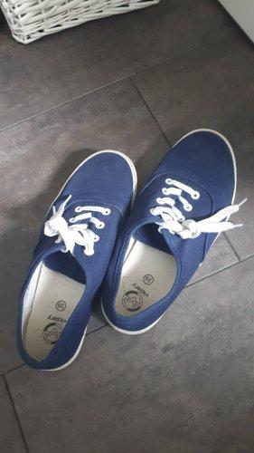 marineblaue Sneakers