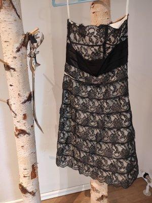 Mariposa schulterfreies Spitzenkleid schwarz Abschlusskleid