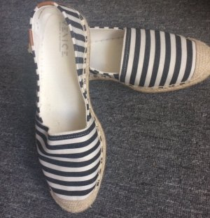 -8- Venice Slip-on Shoes beige