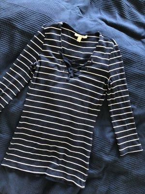 Maritimer Pullover mit Schnüren