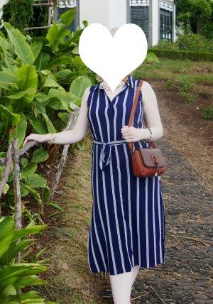 Maritimes Kleid mit Streifen