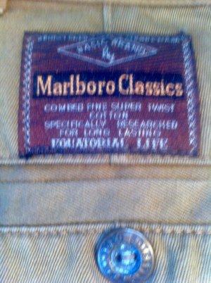 """MARLBORO Classics"" zimtbraune Bundfalten-Jeans, XS, #unisex"